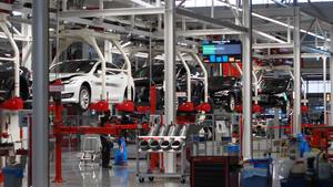 Thumb_car-brand-factory-tesla-776311