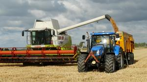 Thumb_harvest-grain-combine-arable-farming-163752
